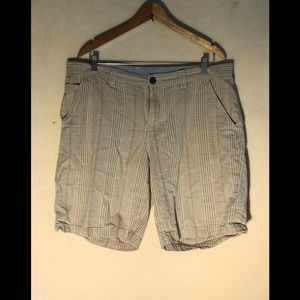 COLUMBIA SIZE 36 MEN 10' INSEAM BROWN SHORT